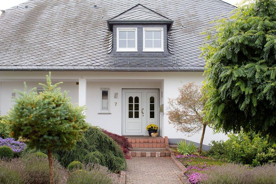 fassadensanierung neues gewand f r alte h user marco b rschinger farbwechsel. Black Bedroom Furniture Sets. Home Design Ideas